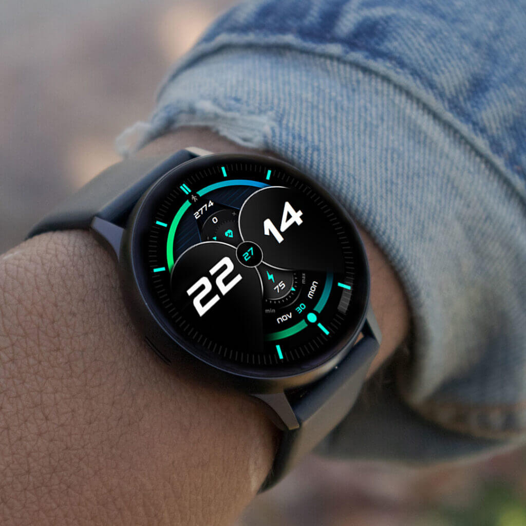 Galaxy Watch on hand